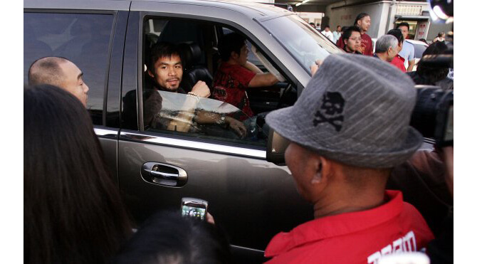 Manny Pacquiao Rides in Luxury Cars Versus Floyd Mayweather - Lincoln Navigator